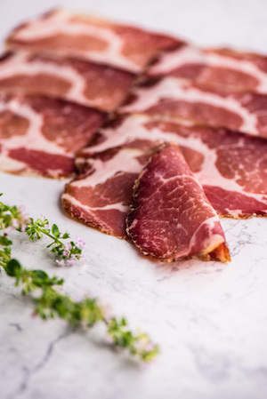 Non-prepacked fresh cold meats